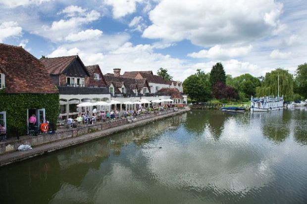 Chilterns-The-Swan-at-Streatley-Low-Res-credit-Chris-Smith-